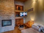 Obývačka - kozub a TV