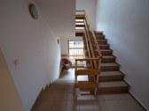schodisko- prístup k apartmánom na jednostlivých p