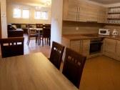 Kuchyňa pri spoločenskej miestnosti
