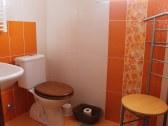 kúpelňa v izbe na prízemí