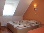 izba na poschodí 3-posteľová