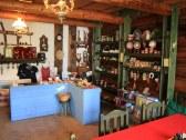 Reštaurácia a obchodík s keramikou a hand made dar
