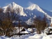 pohľad na Belianky v zime z penziónu