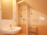 Sprcha + WC v podkroví