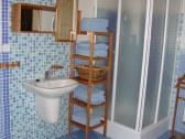 Kúpelňa - umývadlo a sprchový kút