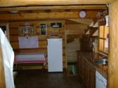 kuchyňa,chladnička,schody do suterénu