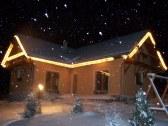 Troška začína snežiť....
