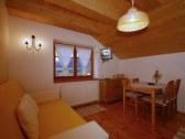 Apartmán pre 4-6 osôb - miestnosť s kuch. kútom