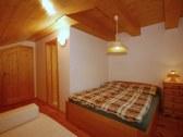 Veľký apartmán - zelená spálňa s kúpeľňou