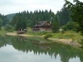 koliba pri jazere
