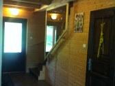 Vstupná hala, schody na poschodie