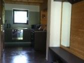 Vstupná hala - chodba, prechod do kuchyne