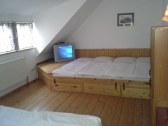 Izba cislo 3 / 8 posteli + 2 pristelky / tv s dvd