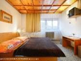 dvojposteľová izba na poschodí