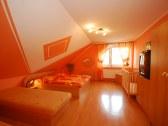 Apartmánový dom a samostatná chatka ELEGANT - Liptovské Sliače #3