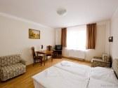 Horský hotel EVA - Svätý Jur #8