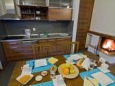 Jedálenský stôl v apartmáne
