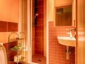 Kúpeľňa s WC a sprch.kútom