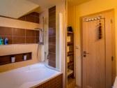 Kúpeľňa s vaňou 1. poschodie