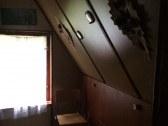 spálňa na hornom poschodí