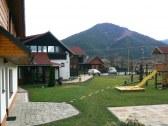 pohľad z dvora na Demänovskú horu