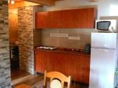 dvojizbový apartmán-kuchyňa