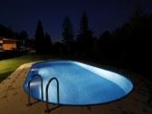 osvetlený bazén