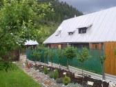 záhrada s krytým altánkom