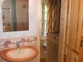 Apartmán A, kúpelňa 1