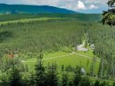 Výhľad z kopca nad chatou