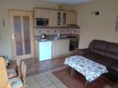 Apartmán B, spoločenská miestnosť + kuchyňa
