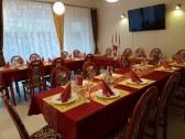 jedáleň - príprava na vianočný firemný večierok