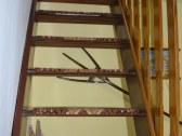 Drevené schody do podkrovia