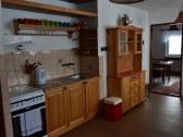 Chalupa kuchyňa so spoločenskou miestnosťou