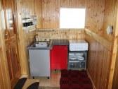 Apartmán kuchyňa s jedálenským stolom