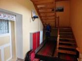 Vstupná veranda so schodiskom na poschodie