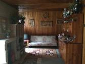 spoločenská miestnosť rozkladací gauč
