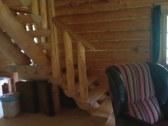 Pod chodiskom sú matrace na vonkajšie sedenie