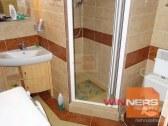 Plne funkčná a zariadená kúpeľňa so sprchovacím kú