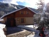 odhŕňanie snehu okolo chaty 2017