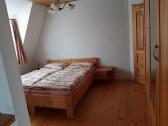 3-posteľ.izba-výhľad do ulice