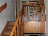 schodište na 1. poschodie a podkrovie