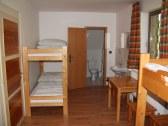 izba č.1 - 4 miesta a pohľad na soc. zar. so sprc