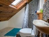 kúpeľňa na poschodí- sprcha+toaleta