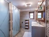 kúpeľňa na prízemi- 2 sprchy+toaleta