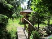 drevený mostík + altánok