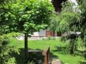 drevený mostík + chata