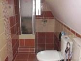 nová kúpelňa (sprchovací kút, WC)
