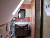 nová kúpelňa (umývadlo, dvere do kuchyne)